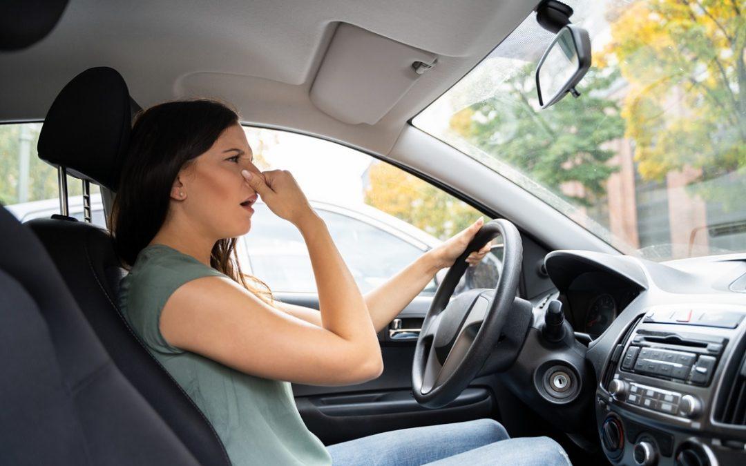 «Mi coche huele a…» ¿Sabes identificar averías en el taller por los olores que detecta el cliente?